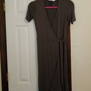 Forever 21 maxi cross dress olive size small